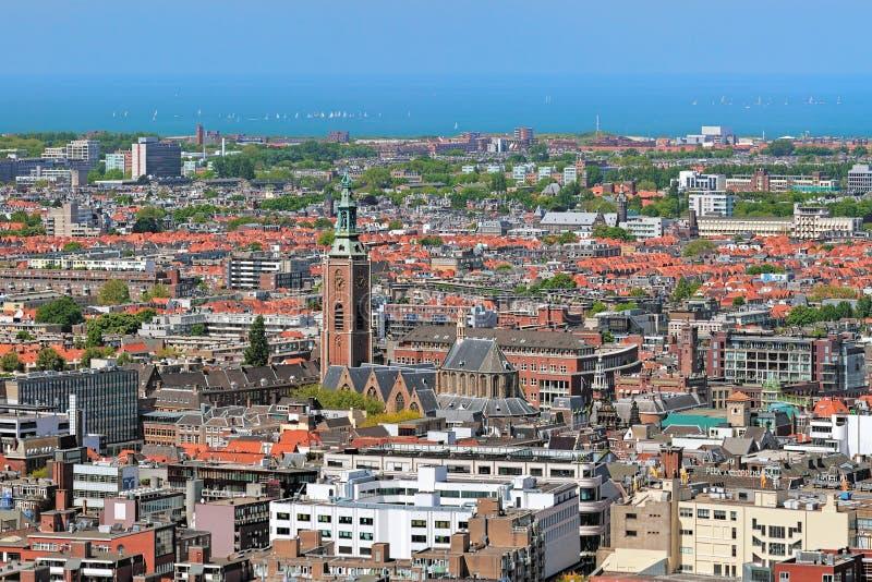 Взгляд высокого угла Гааги с Grote Sint-Jacobskerk, Нидерландов стоковое фото