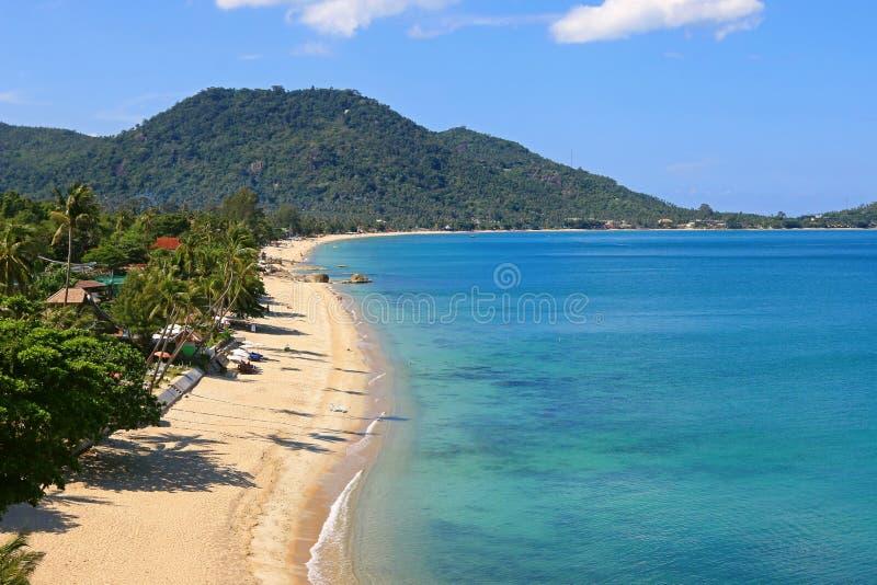 Взгляд высокого угла пляжа Lamai на восточном побережье Ko Samui внутри стоковое фото rf