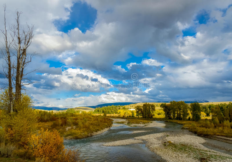 Взгляд вдоль реки Gros Ventre стоковое изображение