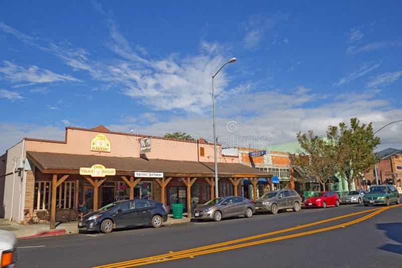 Взгляд вдоль улицы Линкольна (шоссе 29), главная дорога через Ca стоковые фотографии rf