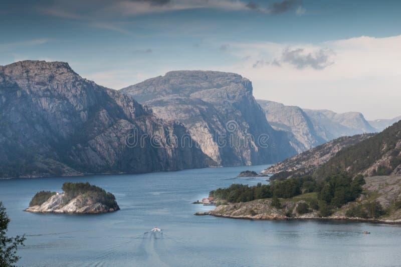 Взгляд в Lysefjord стоковое фото