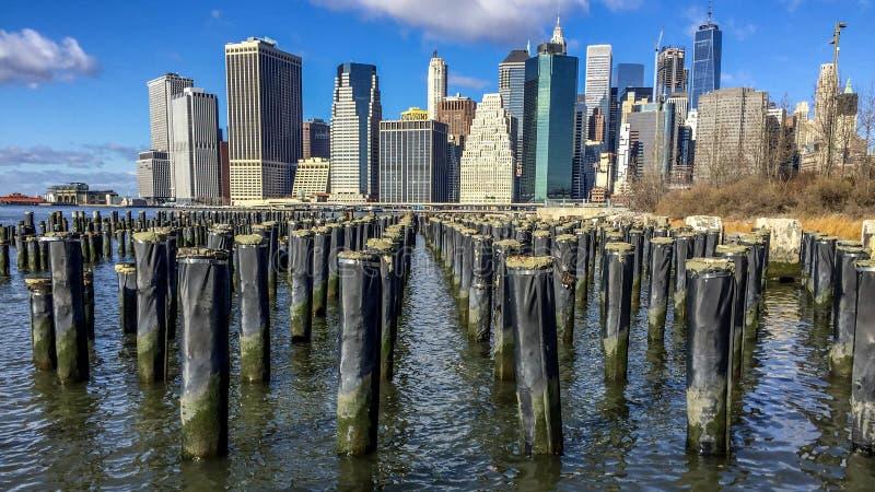 Взгляд горизонта Манхаттана от Бруклина стоковое изображение rf