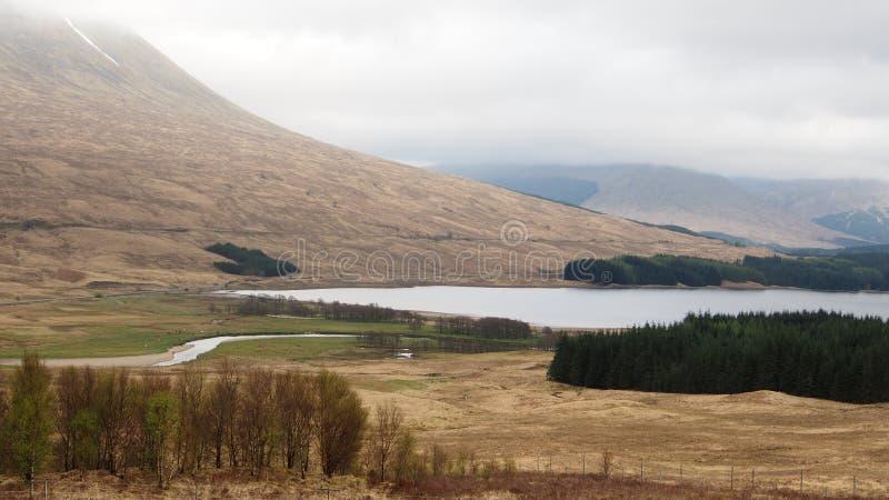 Взгляд гористой местности Шотландии сценарный стоковое фото rf