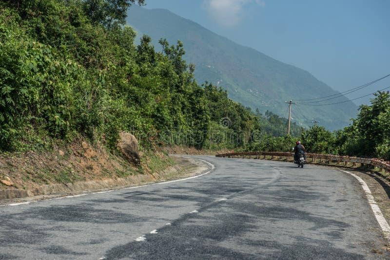 Взгляд гористой дороги стоковая фотография