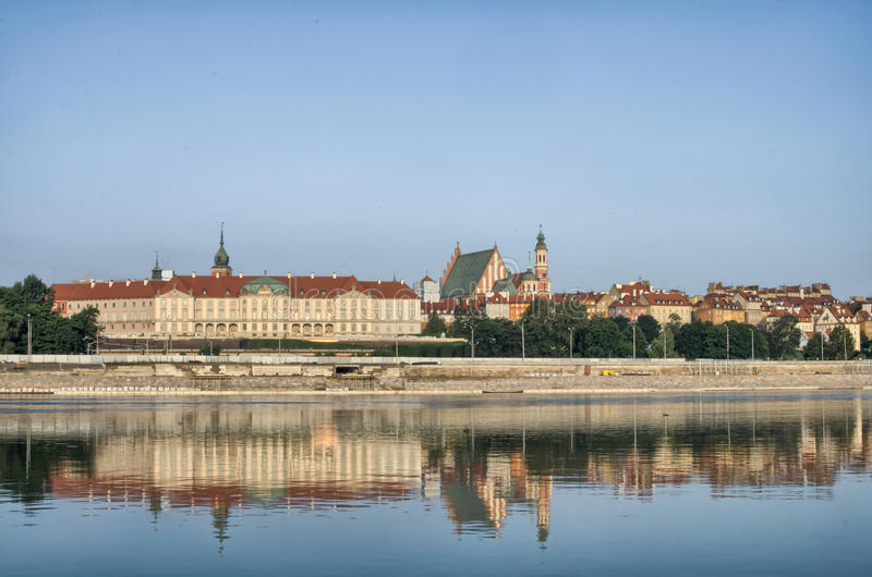 Взгляд городка Варшавы старый над Рекой Висла стоковое фото rf