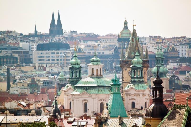 Взгляд городского пейзажа исторических зданий в Праге, чехии стоковые фото