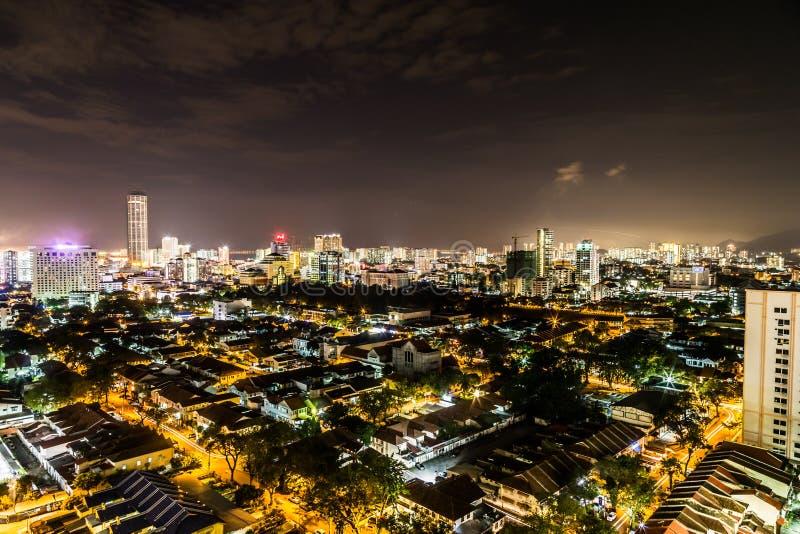Взгляд городского пейзажа ночи сценарного Джорджтауна Penang Малайзии стоковые фото