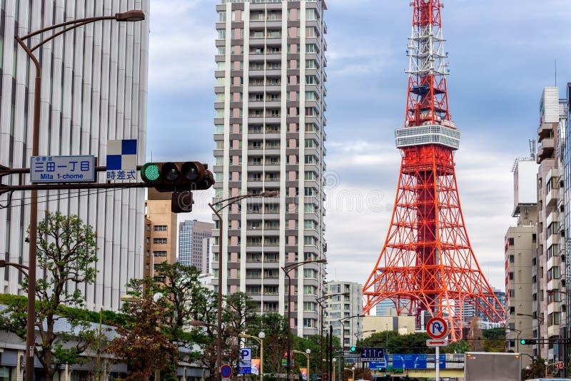 Взгляд городского пейзажа токио и башни токио стоковая фотография rf