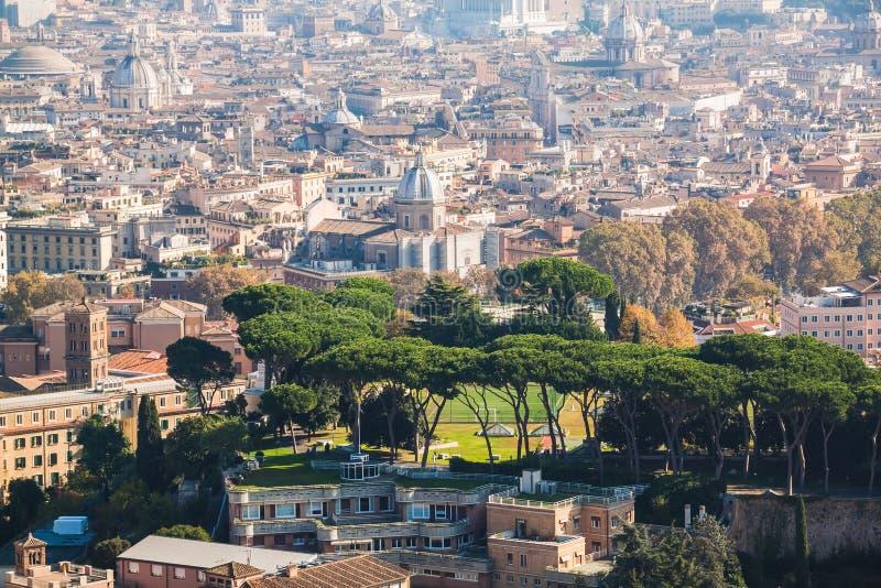 Взгляд городского пейзажа центрального Рима принятый от базилики St Peter rom стоковое изображение