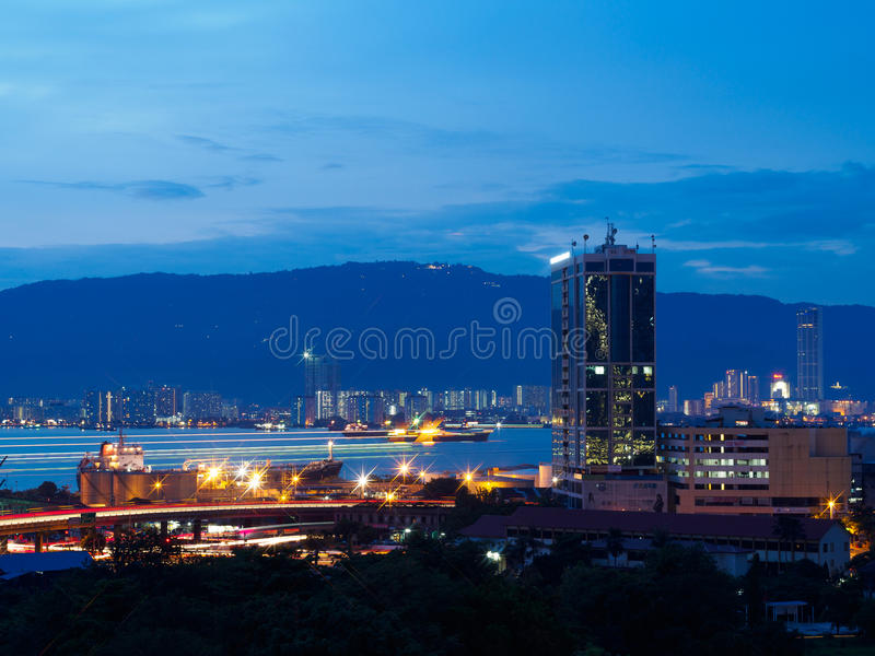 Взгляд городского пейзажа Butterworth и Penang, Малайзии от кондо вида на океан стоковые фотографии rf