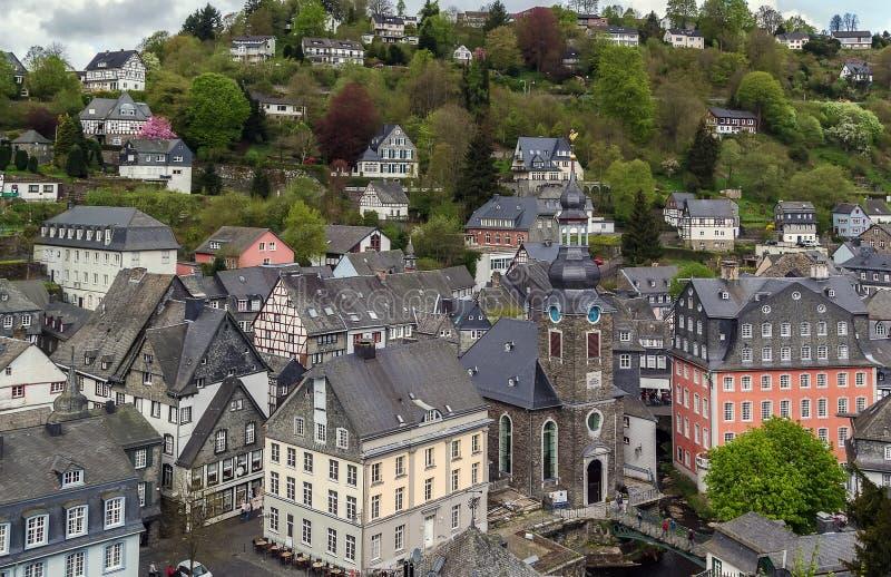 Взгляд городского центра Monschau от холма, Германии стоковые изображения rf