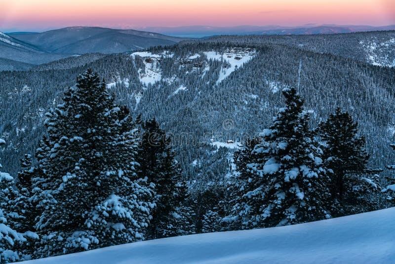 Взгляд горы Khamar-Daban в раннем утре стоковое фото