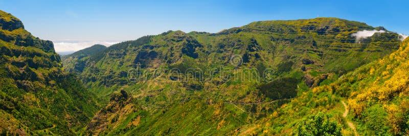 Взгляд гор на трассе Encumeada - Boca De Corrida, острове Мадейры, Португалии, Европе стоковое фото rf