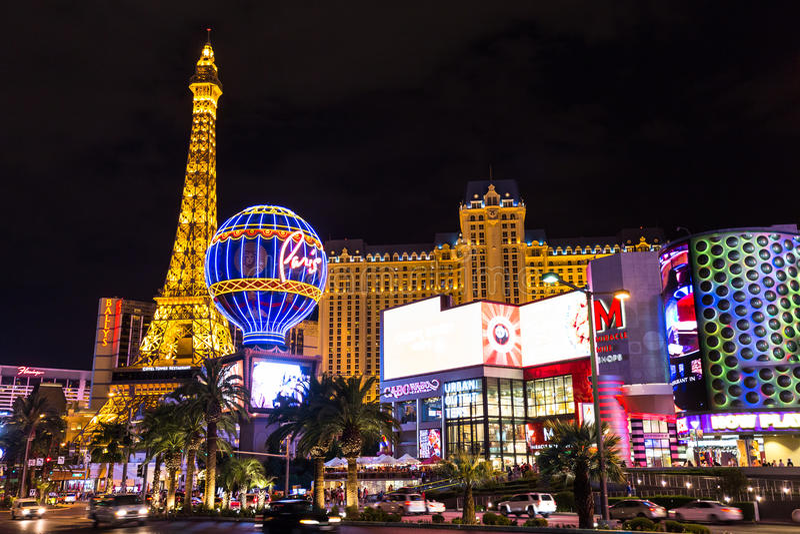 Взгляд гостиницы Парижа Лас-Вегас и казино на ноче, ЛАС-ВЕГАС, США стоковые изображения
