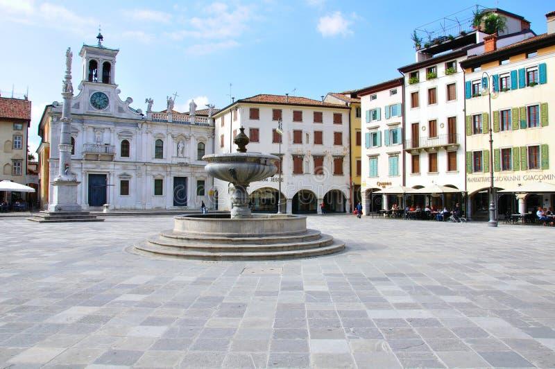 Взгляд главной площади центра Удине исторического стоковое изображение rf