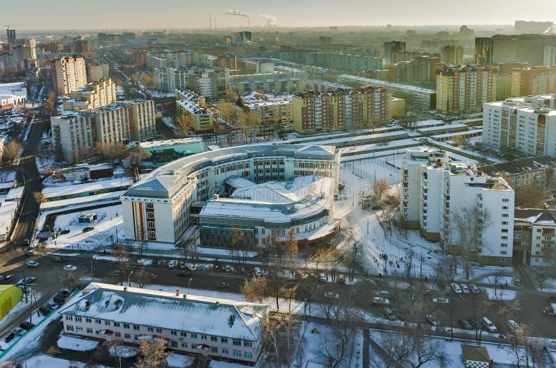 Взгляд глаза птицы на высокой общеобразовательной школе Tyumen стоковое изображение rf