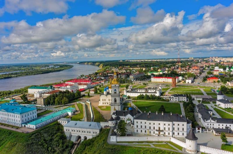 Взгляд глаза птицы на Tobolsk Кремль в летнем дне стоковые фотографии rf
