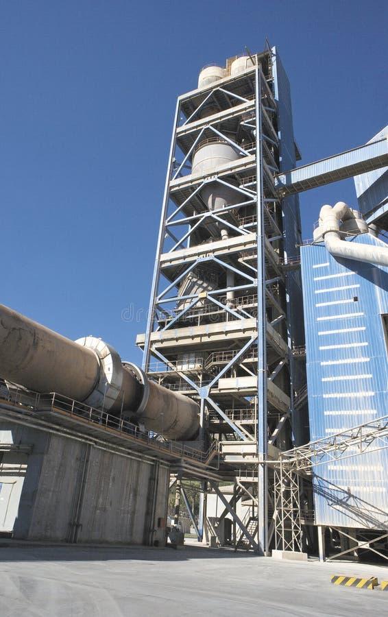 Взгляд детали фабрики цемента стоковое фото rf