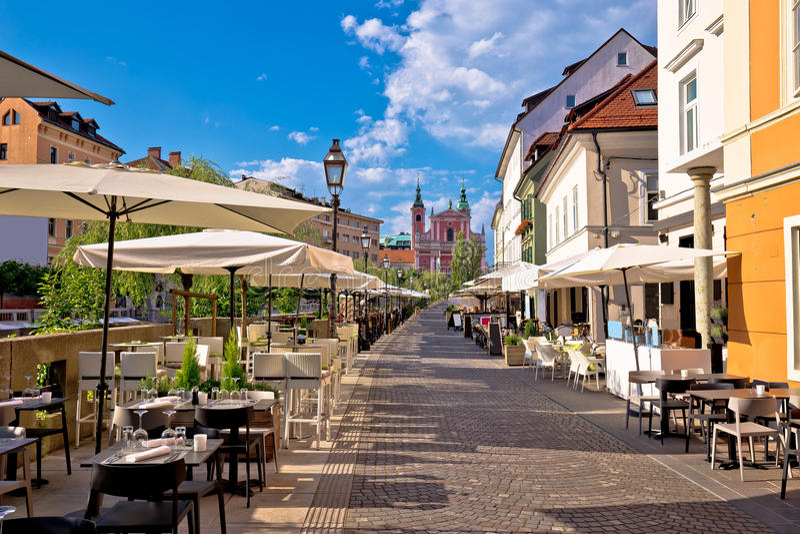 Взгляд лета дорожки прогулки берега реки Любляны стоковая фотография