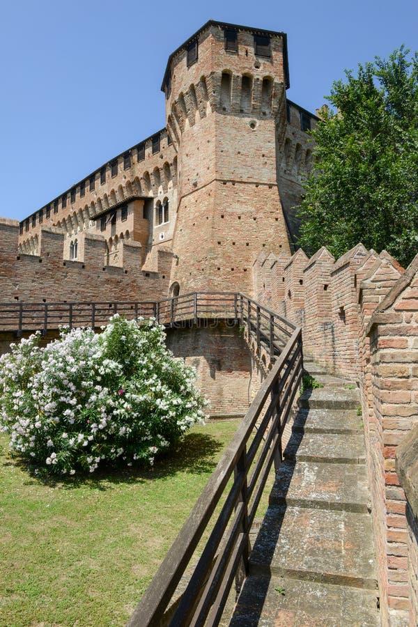 Взгляд замка Gradara на Марше стоковое изображение
