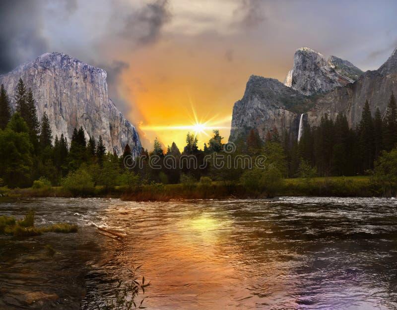 Взгляд захода солнца долины Yosemite стоковая фотография