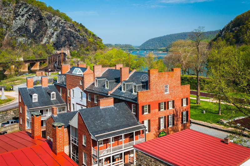 Взгляд зданий в историческом более низком городке парома арфистов, w стоковые фото
