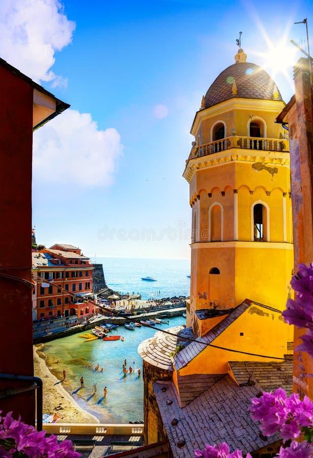 Взгляд искусства романтичного Seascape в Vernazza, Cinque Terre, Лигурии стоковая фотография rf
