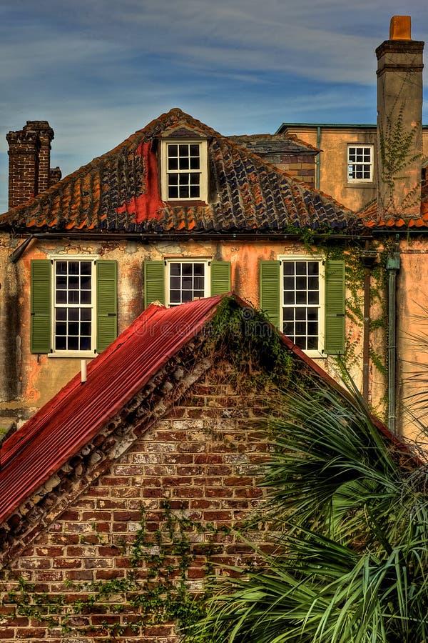 Взгляд исторических зданий, Чарлстон Южная Каролина крыши стоковые фотографии rf