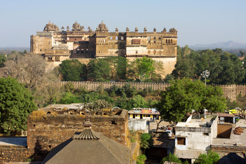 Взгляд исторического индийского городка Orchha стоковые фотографии rf
