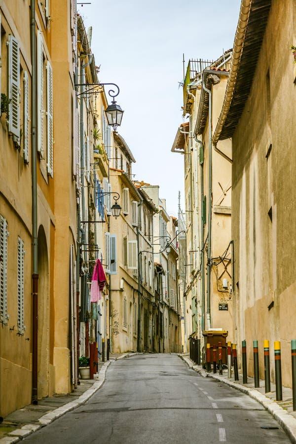 Взгляд исторического квартального Le Panier в марселе в южном Fra стоковые фотографии rf