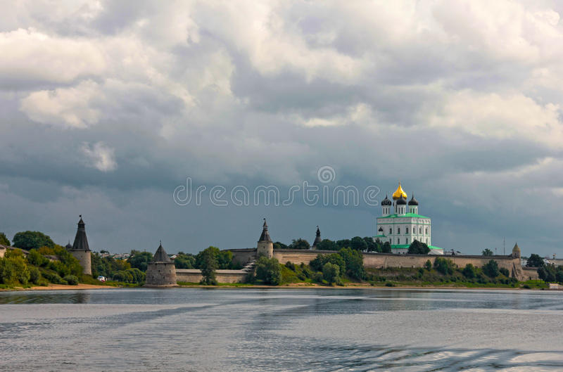 Взгляд Кремля в Пскове стоковое фото