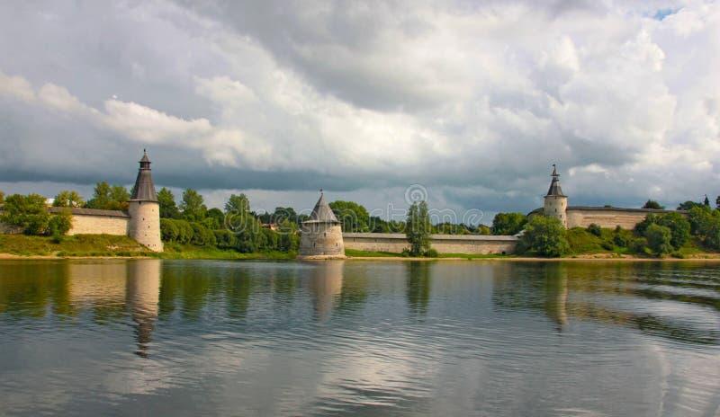 Взгляд Кремля в Пскове стоковое фото rf