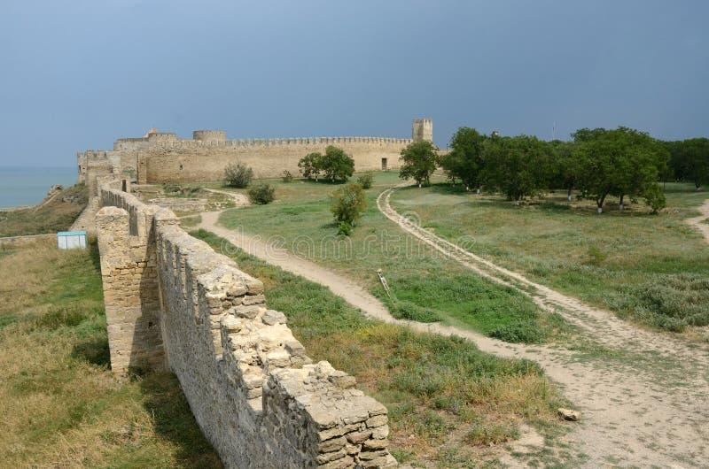 Взгляд крепостной стены и сторожевой башни средней твердыни в ol стоковое изображение rf