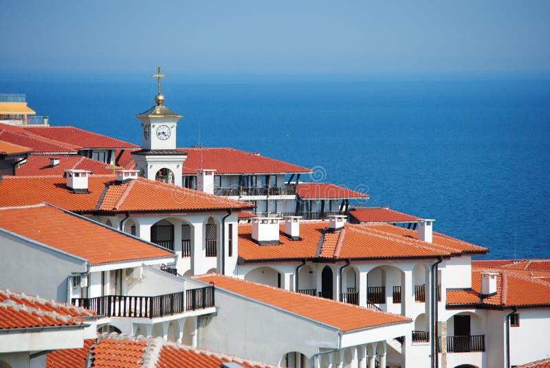 Download Взгляд крыши сверх к Чёрному морю Стоковое Изображение - изображение насчитывающей красно, плитки: 41657521