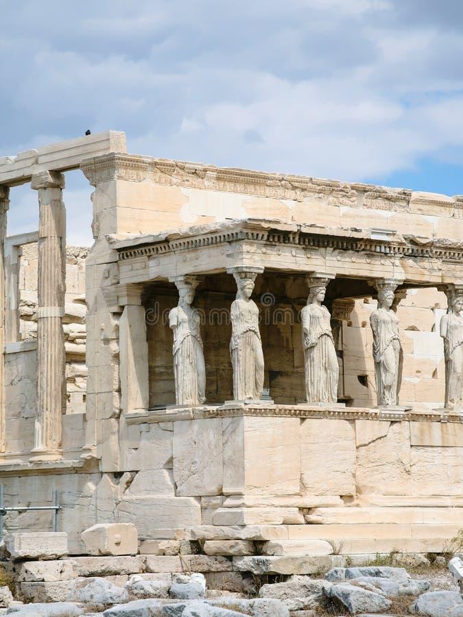 взгляд крылечка кариатид в городе Афин стоковые фотографии rf