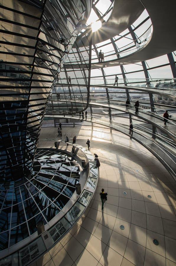 Взгляд купола Reichstag в Берлине, Германии стоковые изображения rf