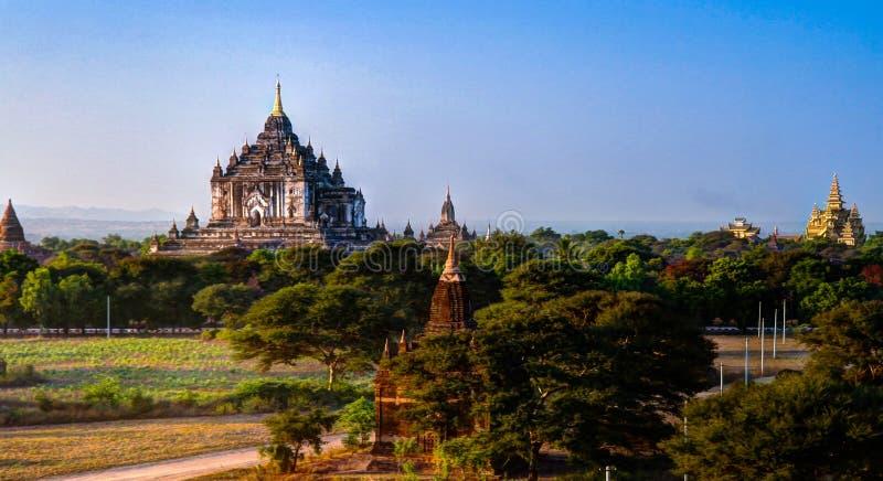Download Взгляд к виску Htilominlo Bagan Myanmar Стоковое Фото - изображение насчитывающей камень, ashurbanipal: 81815110