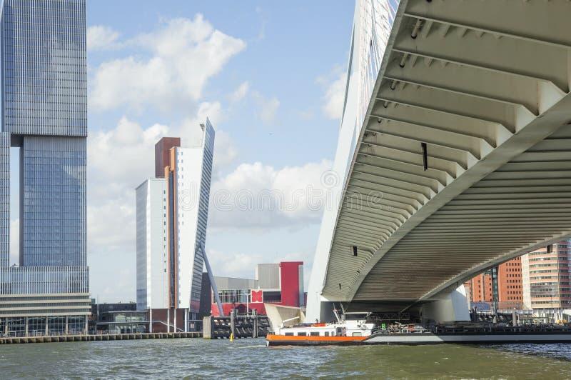 Взгляд к гавани города Роттердама, будущая концепция архитектуры, яркий ландшафт стоковое фото