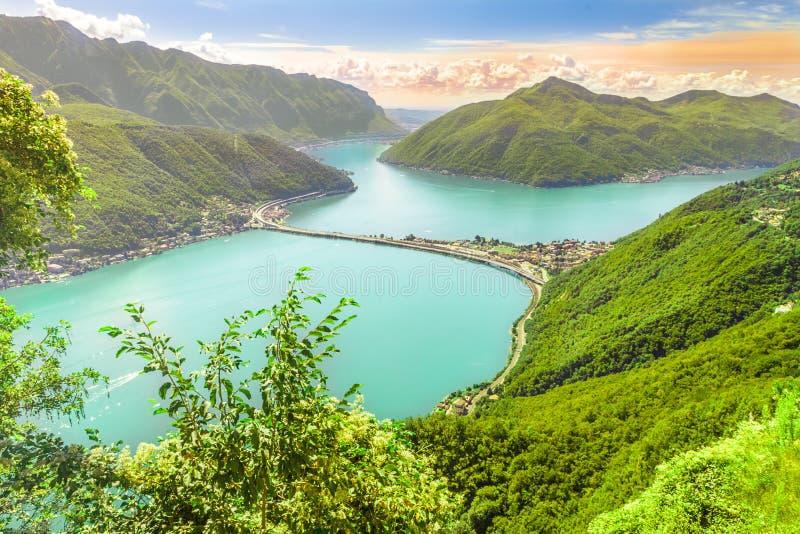 Взгляд к городу Лугано, озеру Лугано и Monte Bre от Monte Сан Salvadore, Швейцарии стоковая фотография