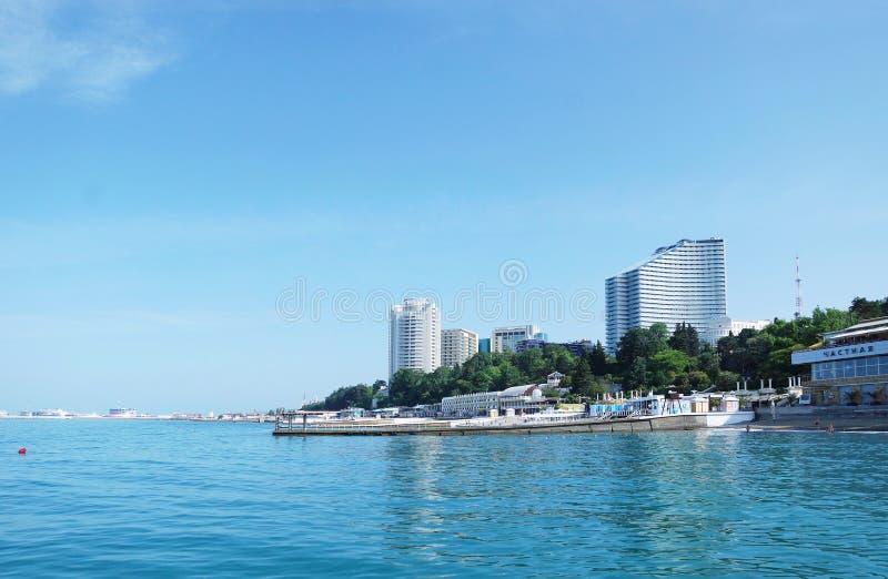 Взгляд к главной прогулке набережной города стоковая фотография rf