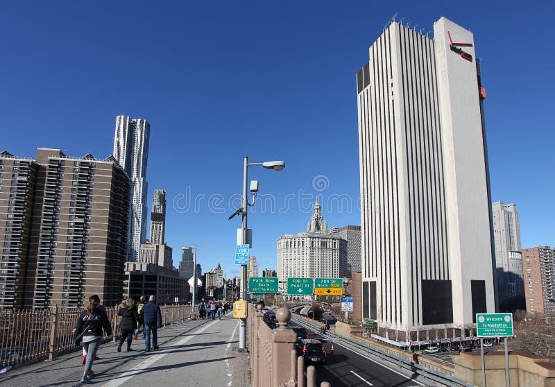 Взгляд к Манхаттану от Бруклинского моста, Нью-Йорка, США стоковые изображения