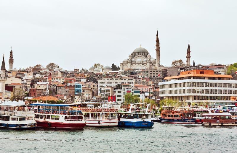Взгляд к мечети Suleymaniye, Стамбулу стоковые фотографии rf