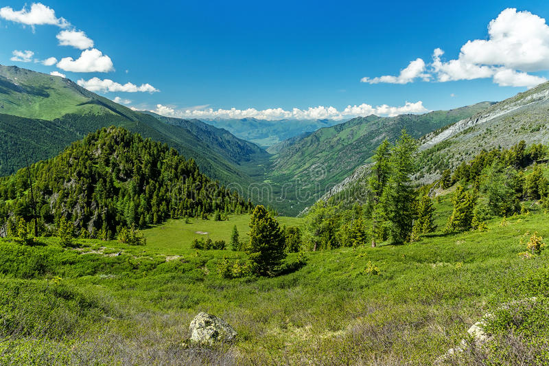 Взгляд к долине реки Kucherla стоковое изображение rf