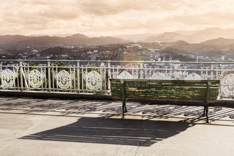 Взгляд к побережью San Sebastian или Donostia в зиме Тонизированное ima стоковые фотографии rf