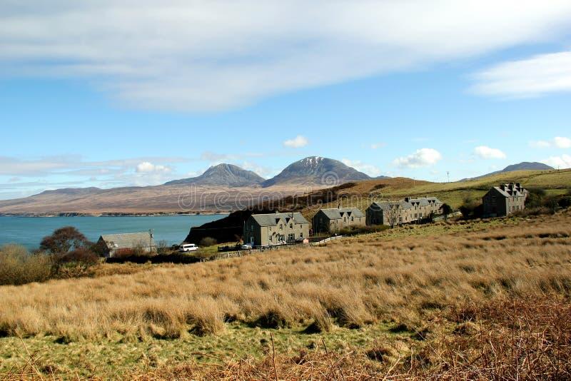 Взгляд к Юре от Bunnahabhain, Islay, Шотландии стоковые фотографии rf