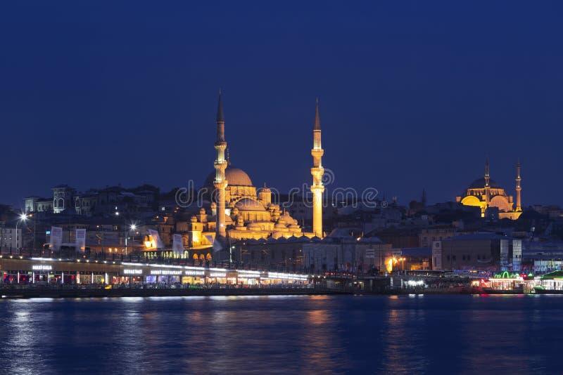 Взгляд мечети Стамбула и моста Galata стоковое фото rf