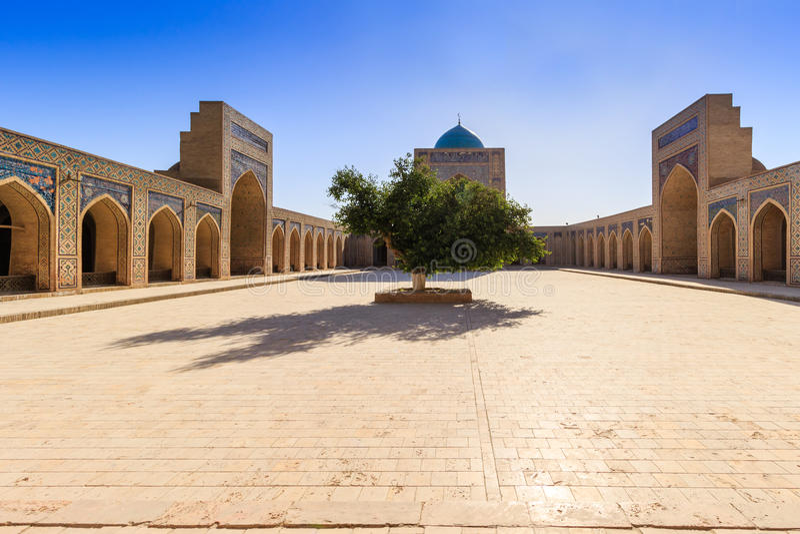 Взгляд мечети Kolon, Бухары, Узбекистана стоковое изображение