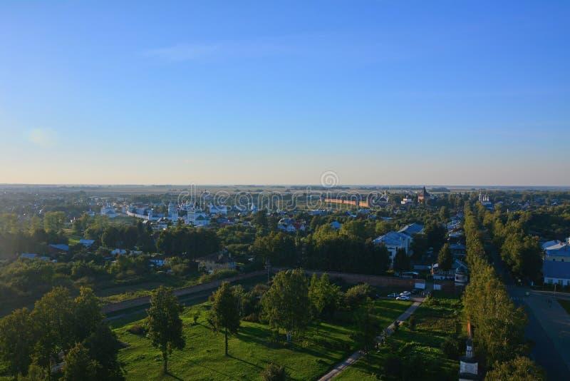 Взгляд 2 монастырей от Belltower Eufrosinia Suzdalskaya в Suzdal, России стоковое фото