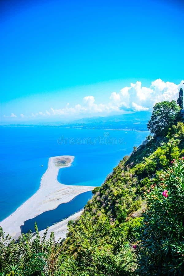 Взгляд моря итальянки tindari стоковые изображения
