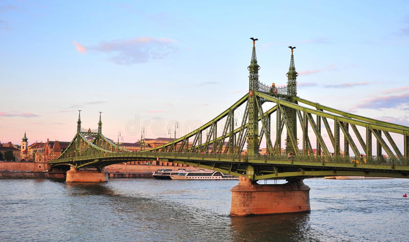 Взгляд моста свободы в центре Будапешта стоковое фото rf